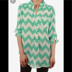 Tiffany blue Euc chiffon tab sleeve blouse